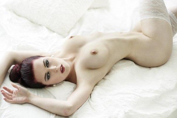 Fashion xnxx model seduced into lesbian sex