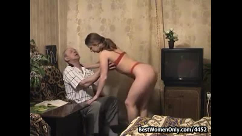 Young Russian Blonde Sex With Not Grandpa In Couch Знакомства для