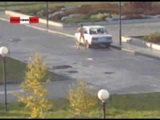 Ржака! Менты ловят голого психа возле храма. Real Video. (новости)