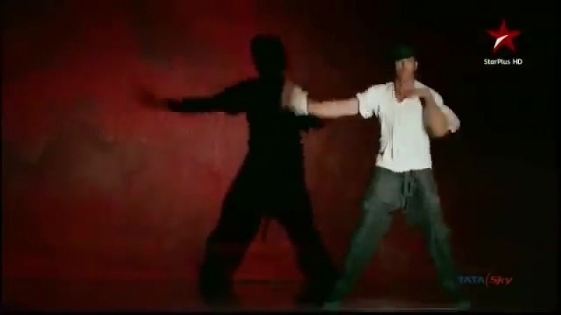 Aaja Aaja Hrithik Roshan Feat. Isha Talwar - Music Video [Just Dance]