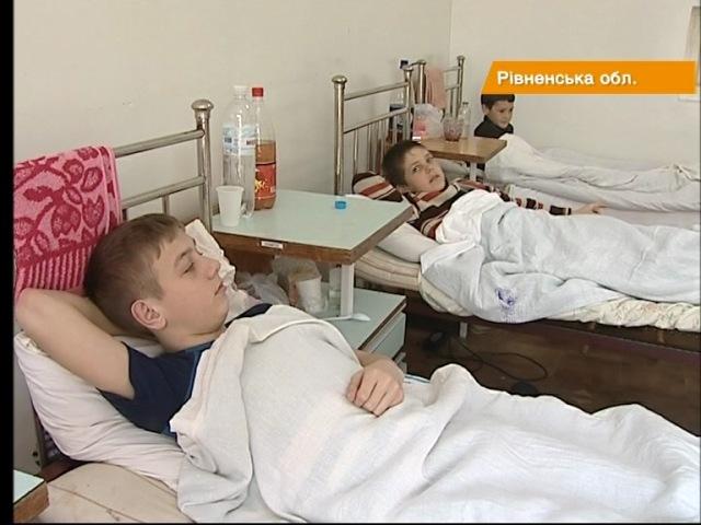 Отруєння на Рівненщині вже охопило ціле село. Підозрюють, у воду потрапили фекалії - «Факти»