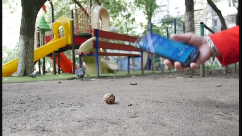 DoogeeS70 is Shockproof. Use Doogee S70 to smash up walnut