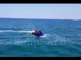 В Черном море взорвался гидроцикл Пострадали люди (360p).mp4