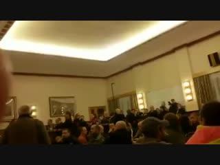 """Bürger zu Bürgermeister: """"Meine Enkelin wird auf dem Weg zur Schule von Asylanten belästigt und bepöbelt"""