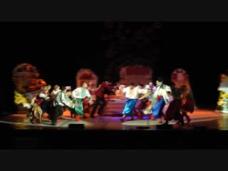 Театр ЗнакЪ - За двумя зайцами. Очень красивая песня в конце драки)))