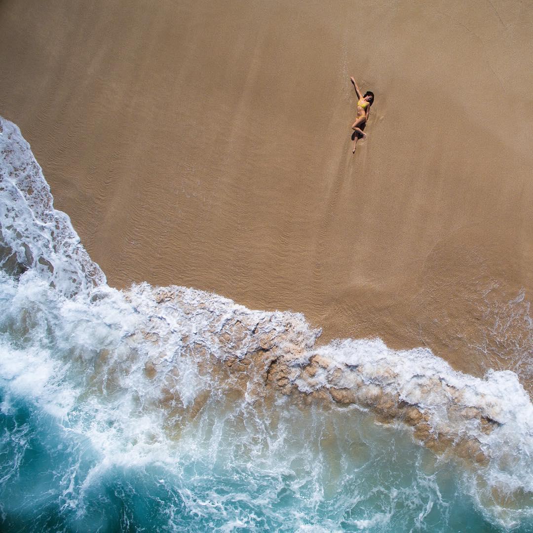 океан девушка в купальнике