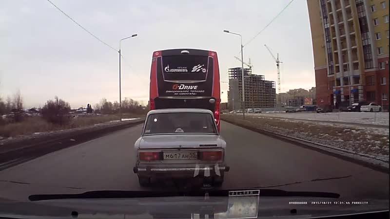 Авария с участием автобуса омского ХК Авангард (15.11.2018)