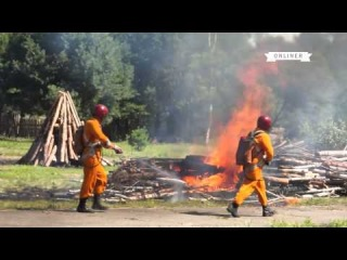 Вертолет, тушение пожара, спасение из горящей комнаты: МЧС показало блогерам всё