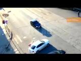 В центре Уфы мотоциклист пытался избежать дтп тем самым попал под колеса автомобиля