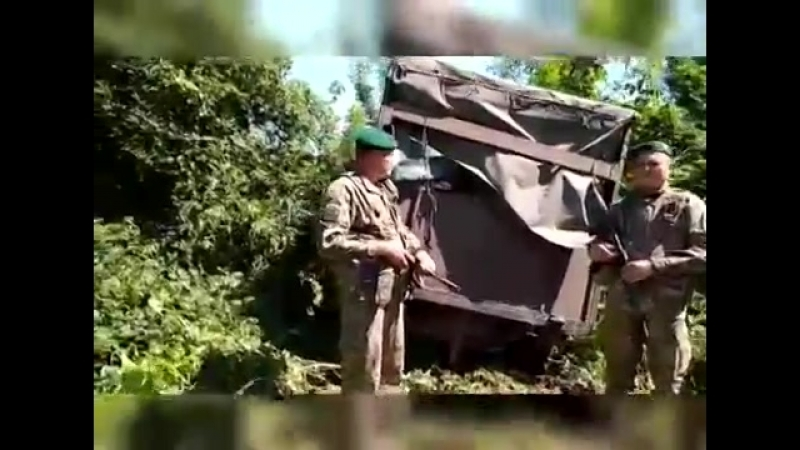 Прикордонники на Сумщині із стріляниною зупинили прорвався з РФ УАЗ з одягом і біжутерією