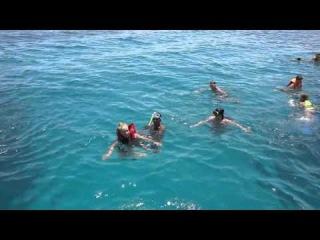 Девушка, неумеющая плавать в открытом море,Египет, Хургада