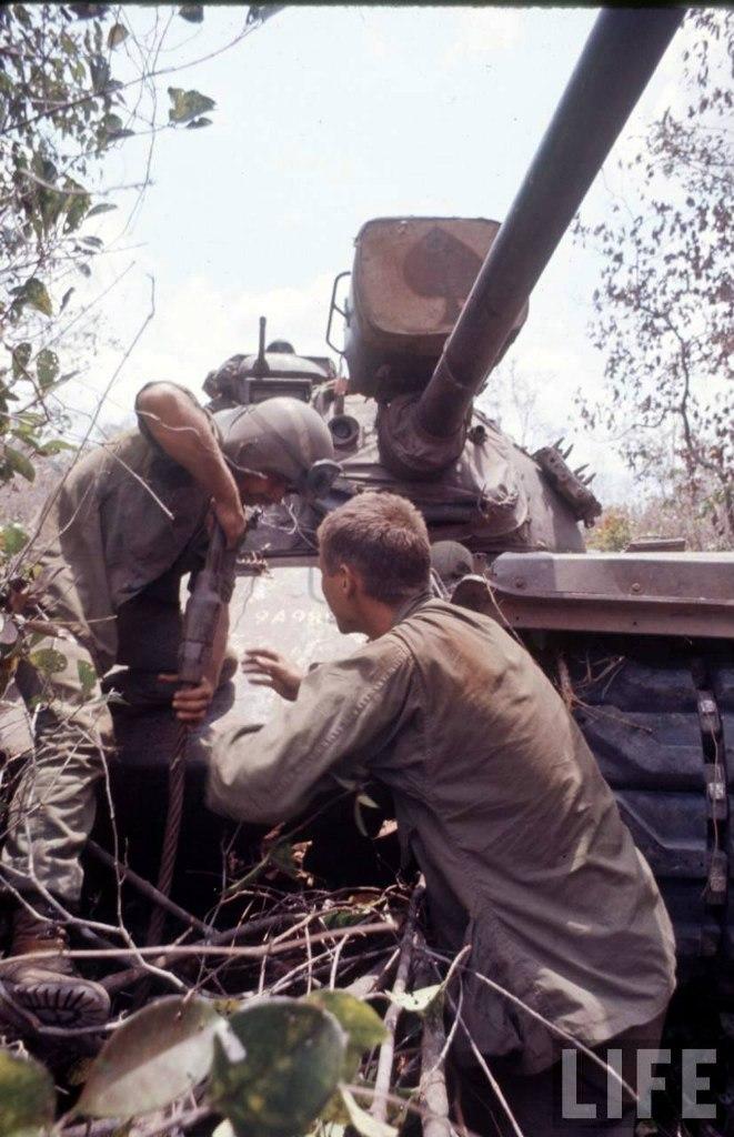 guerre du vietnam - Page 2 9nf_9owoFIQ