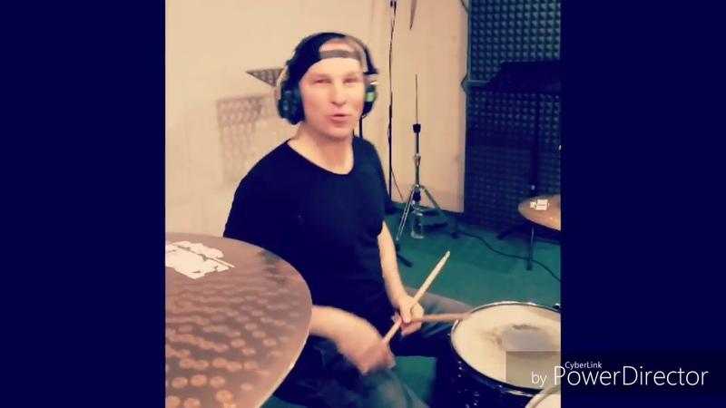 Работа на студии.Recording the track :))