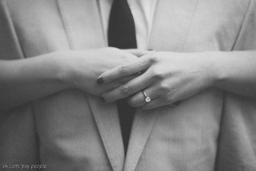 Женщине приятно иметь власть над мужчиной, но ее всегда влечёт к тому, кто имеет власть над ней.