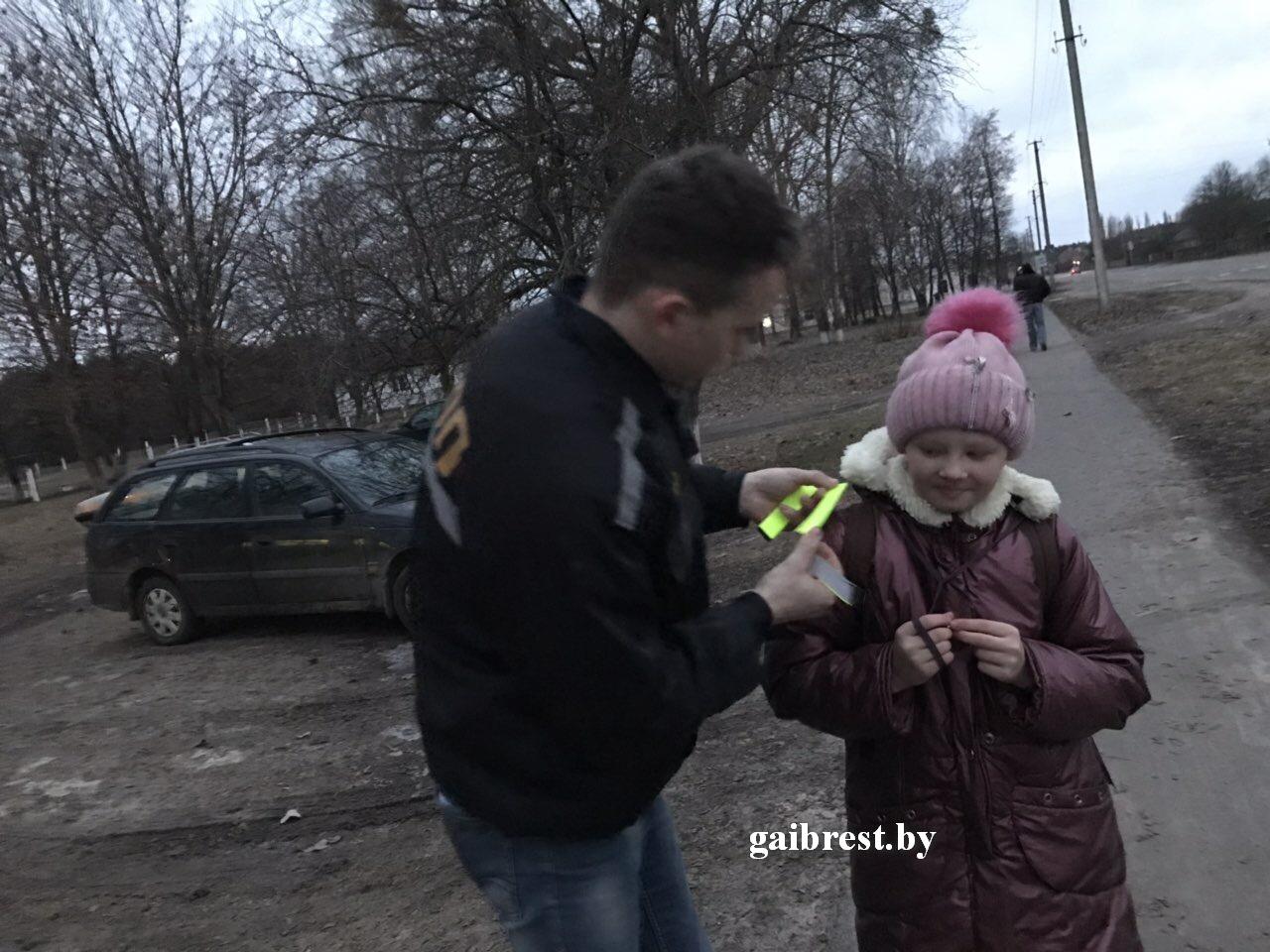 """Сотрудники ОГАИ Малоритского РОВД провели акцию """"Стань заметней в темноте!"""""""