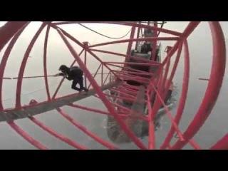 Даже смотреть страшно ,Русские в Китае (Шанхайская башня 650 метров). 2014 !