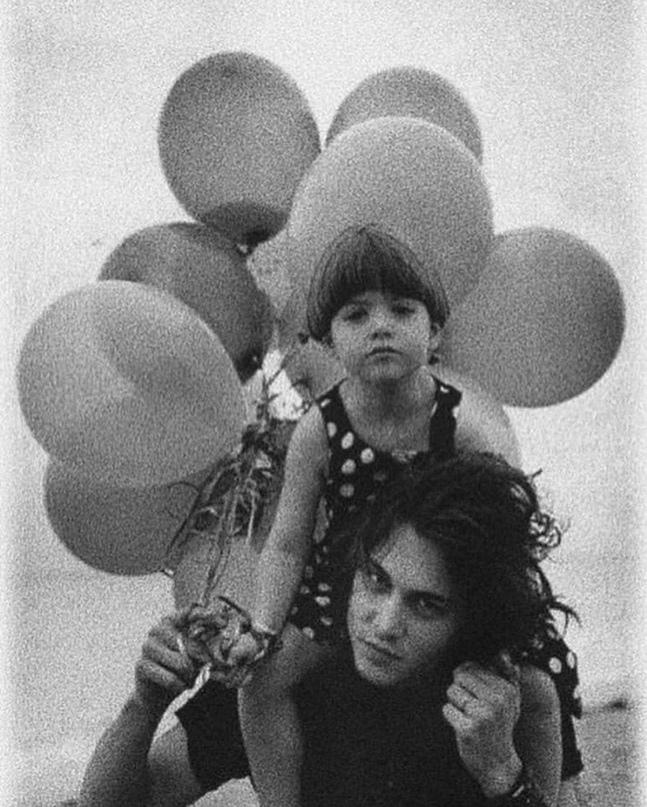 Фотосесcия Джонни Дeппа c племянницeй Mеган, 1992