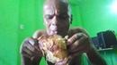 Jão Jão comendo frango assado The Black Chicken Of Hell