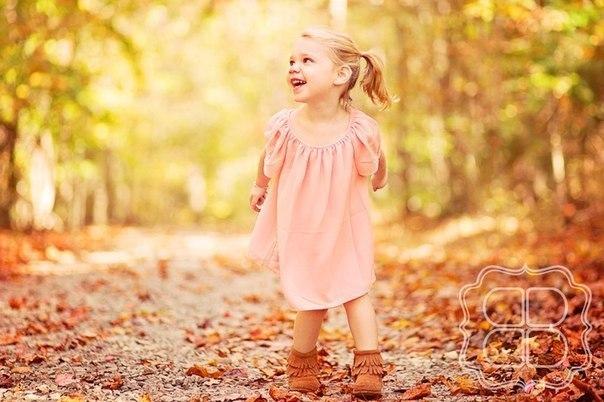🍂🍁 🍂🍁РАЗВИТИЕ РЕЧИ: ЧИСТОГОВОРКИ ПРО ОСЕНЬ Л, ЛЬ Ла-ла-ла – Лана желуди нашла. Лы-лы-лы – листья красные видны. Ло-ло-ло – за окном уж не тепло. 🍂🍁 🍂🍁 Р, РЬ Себре-себре-себреле – идём мы в школу в сентябре. Обре-обре-обреле – осенний месяц на дворе. Ри-ри-ри- ри-ри- ри-ри- – ты на клёны посмотри. 🍂🍁 🍂🍁 Т, Д Та-та-та- – осень это красота. Де-де-де – лужи с дождиком везде. Ду-ду-ду – фрукты собирай в саду. 🍂🍁 🍂🍁 С, З, Ц Ца-ца-ца – осень у крыльца. Цо-цо-цо – ветер дул в лицо. Ца-ца-ца –…