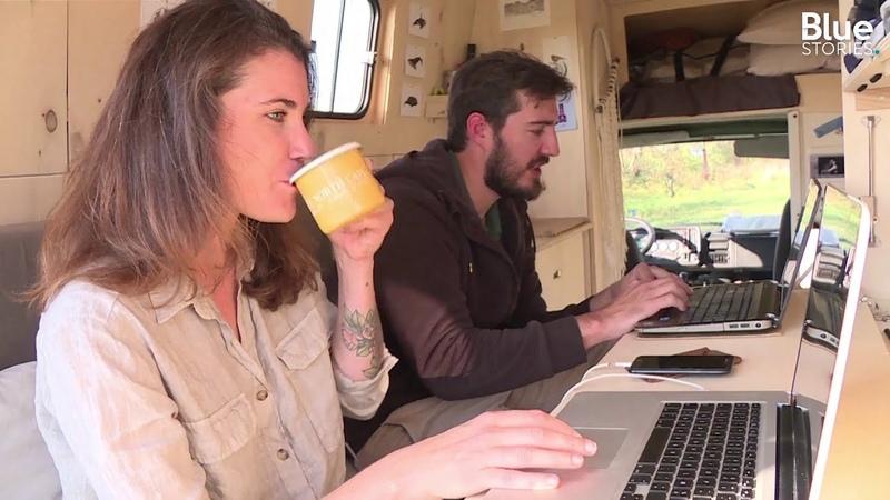 Loin du métro-boulot-dodo, ils vivent (et travaillent) dans des vans aménagés