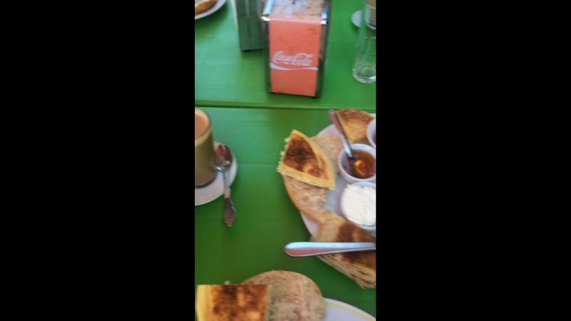 Наш первый завтрак в Асиле.