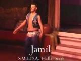 Сексуальный Jamil танцует танец живота и крутит попкой