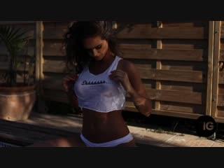 golaya-adel-teylor-foto-seksualnoe-porno-video-filmi