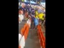 Японские болельщики убирают за собой мусор