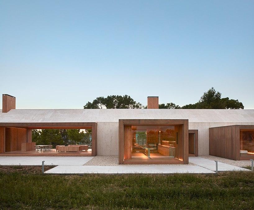 Ramón Esteve's cottage in the Vineyard frames views of the spanish landscape