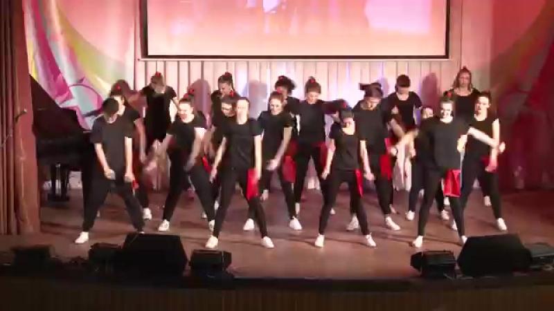 Массовый танец The first