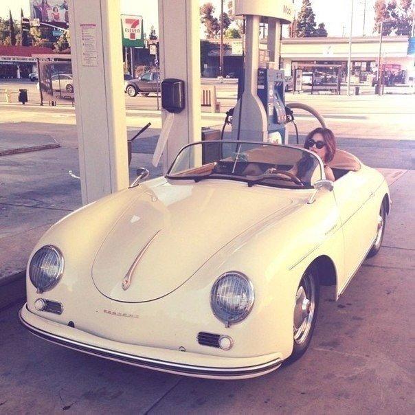 Поршеден ең алғашқы шыққан машина - Porsche 356.