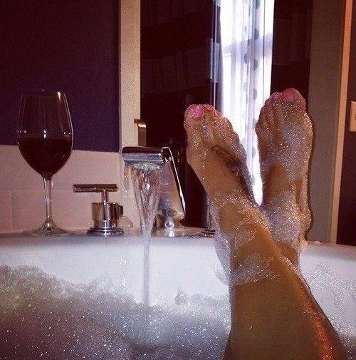 В ванной девушка фото