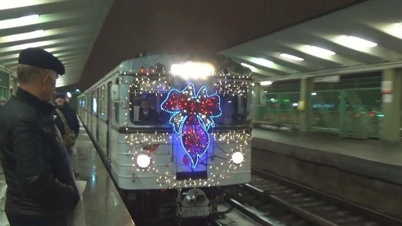 Новогодний электропоезд 81-710 ЕЖ-3 №48 на станции метро Выхино
