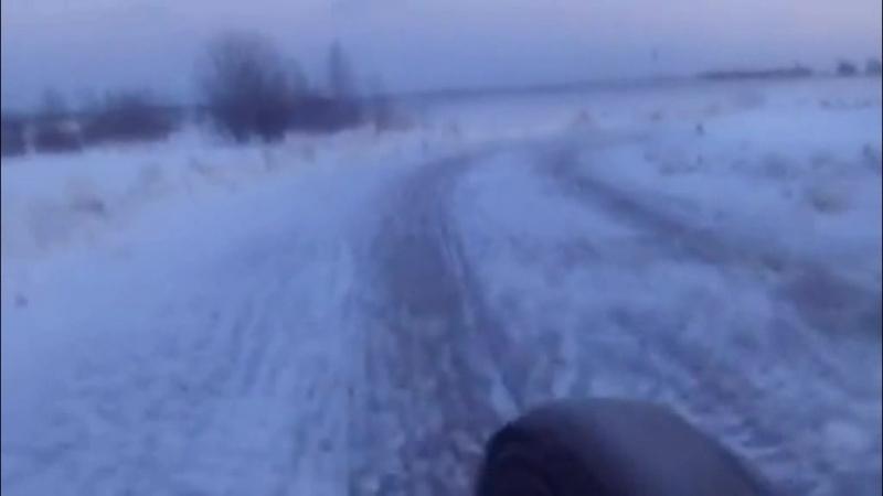 На велосипеде по ледяным дорогам ! Один участник был без шипов и тормозов =) ! Покатушка в гололёд !