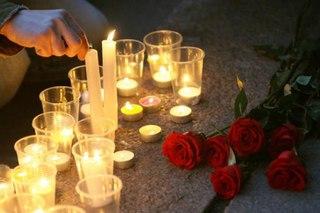 "...из-за траура по 66 горнякам и горноспасателям, погибшим в ночь на 9 мая при взрывах на шахте  ""Распадская ""..."