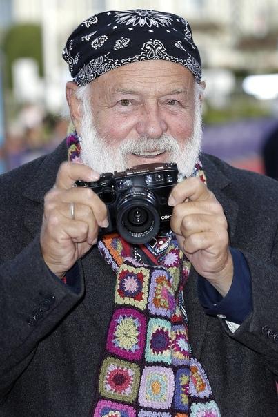 Пятеро мужчин обвинили фотографа Брюса Вебера в харассменте Издание The New Yor Times выступило с новыми обвинениями против фотографа Брюса Вебера. Пять моделей обвинили Брюса в сексуальных