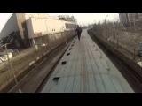 Катание на крыше поезда в метро (метроруфрайдинг)