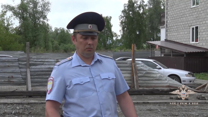 Владимир Колокольцев подписал приказ о награждении алтайского полицейского, проявившего смелость и решительность при спасении лю