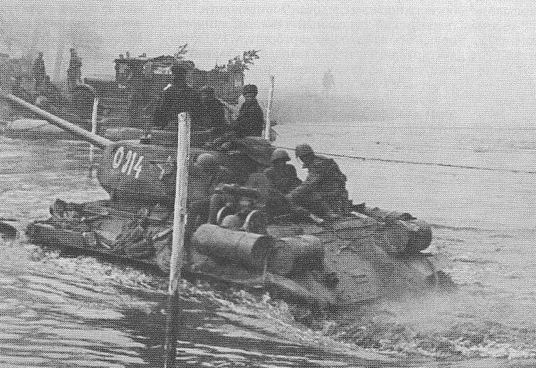 Т-34-85 Форсирует реку