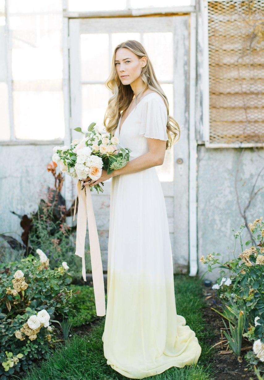 FtiKPkELE1E - Цветное платье невесты