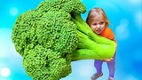 Alisa sings a song Do you like Ice Cream Broccoli / Learn simple English for kids