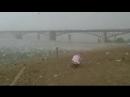 Внезапный ураган с градом посреди 35 градусной жары на пляже Новосибирска 12 07 2014 ( 240 X 426 ).mp4