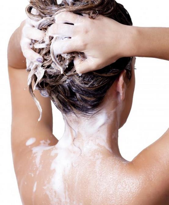 Стойкий цвет волос не вымывается.