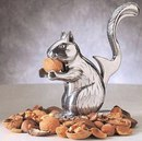 Орехокол. Для того, чтобы расколоть орех, нужно положить его белке в лапы и нажать на хвост.