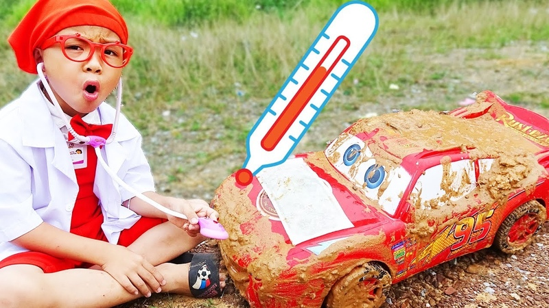 Disney car Lightning Mcqueen falls into mud with Dave Mario pretend play doctor toy very fun