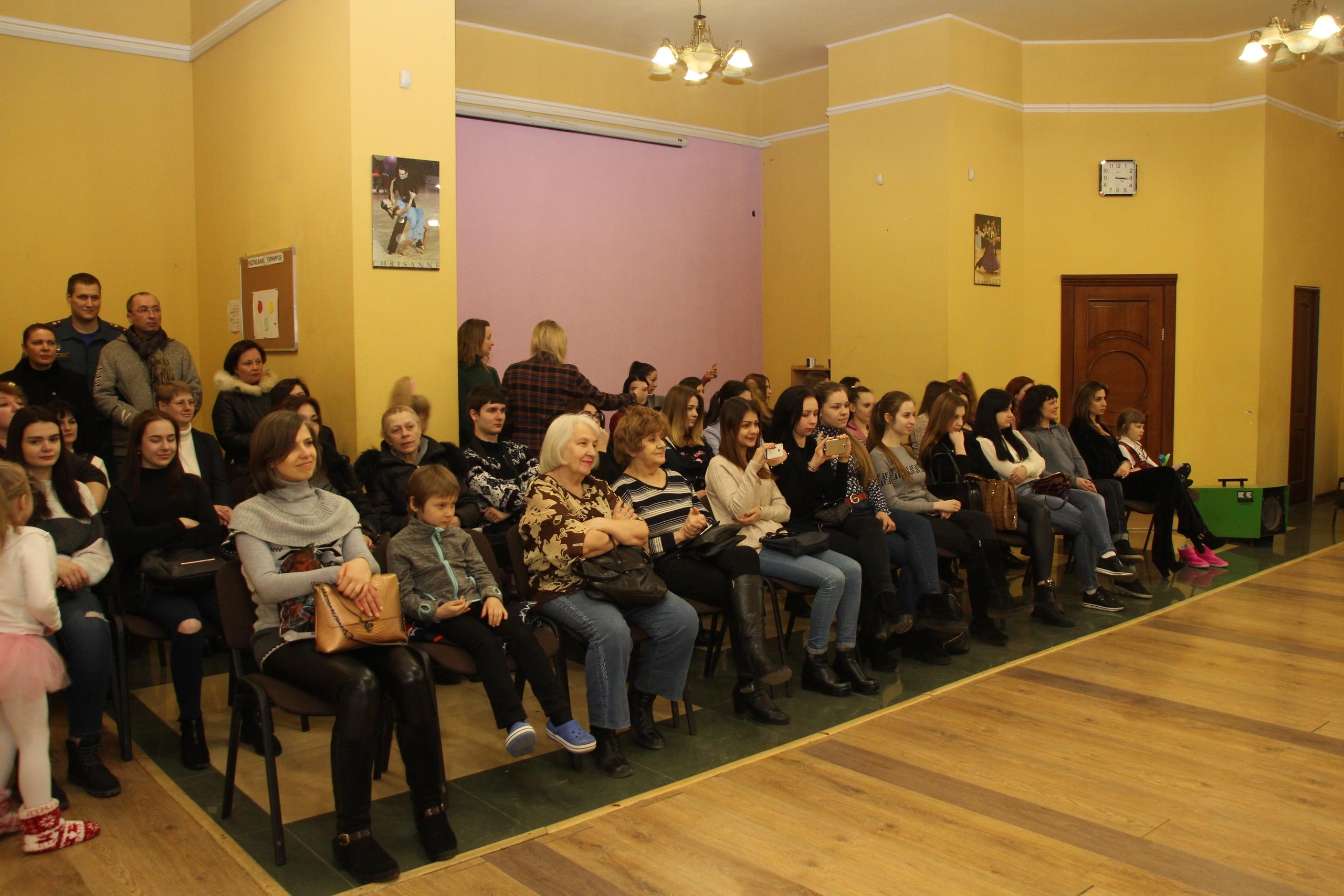 В Донецком городском молодежном центре прошел праздничный концерт в честь 8 марта
