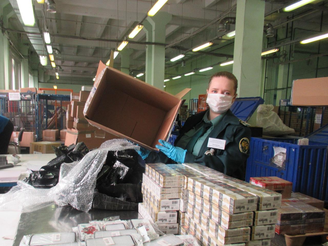 Пулковская таможня не пропустила незадекларированные «подарки» в сторону адресата В один день сразу...
