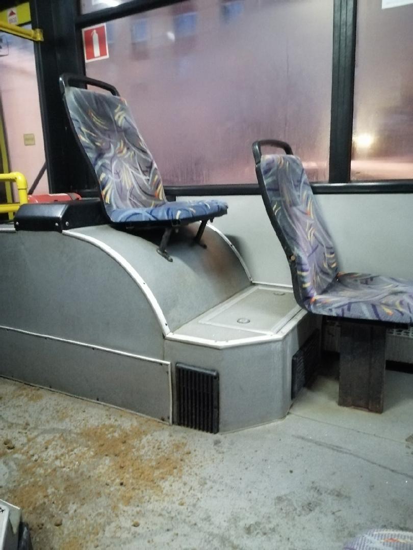 Чтобы пассажиры не падали в салоне автобуса, посыпали пол песком. Маршрут №170.