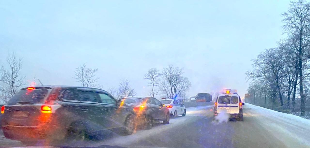 Грузовик устроил паровозик на 687 км Московского шоссе и Пробку в сторону города