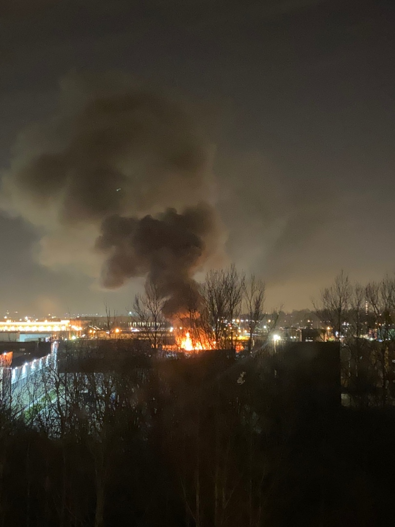 На авторазборке (или где то рядом) на Фучика что то горело и взрывалось. Как сообщает МЧС: Сообще...